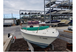 SOLD - 20 Ft Tiara Center Console Hull