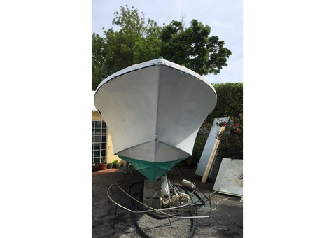 SOLD - 23 ft Classic Seacraft Center Console Project Hull 1984