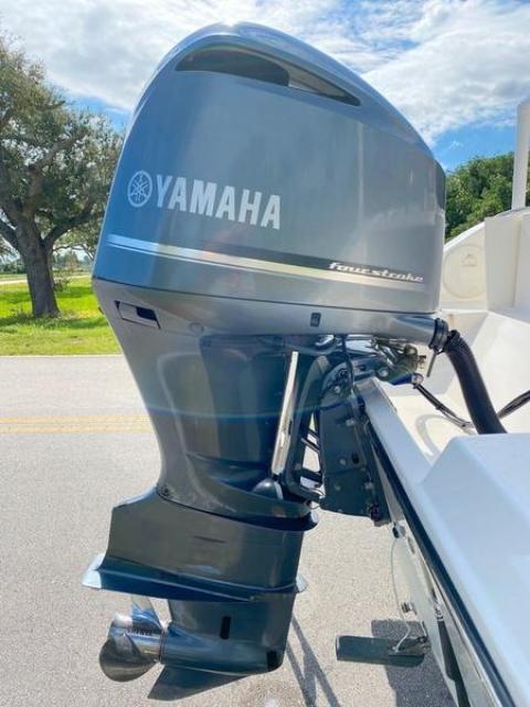 2019 Cobia CC 4STROKE YAMAHA