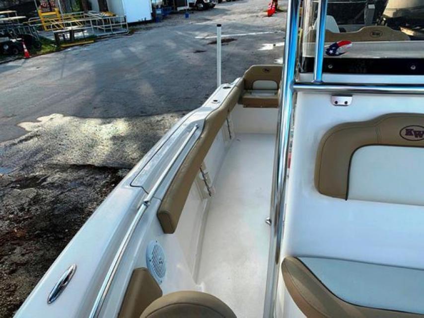 2019 Key West CC 219 fs 21hours on motor